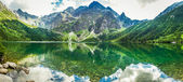Crystal Lake in the rocky mountains — Stock Photo