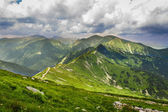 Road leading to the mountain peaks — Stock Photo