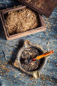 Old wooden pipe with tobacco in an ashtray — Stock Photo