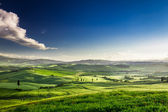 Beautiful view of the green valley at sunset, Tuscany — Stock Photo
