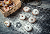 Tasting sweet donuts with icing sugar — Stockfoto