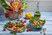 Healthy salad made with fresh vegetables — Stock Photo