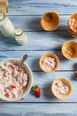 Homemade strawberry ice cream with yogurt — Stock Photo
