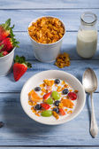 Corn flakes with fruit and milk — Stock Photo