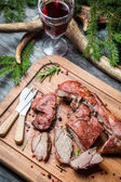Fresh venison with red wine on forester lodge — ストック写真