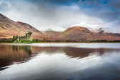 Kilchurn Castle over lake, Scotland — Stock Photo