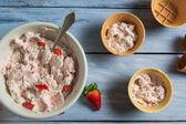 Homemade strawberry ice cream with yogurt — Stock fotografie