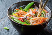 Vegetables served with prawns and noodles — 图库照片
