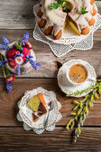 Cup of coffee, easter cake and spring flowers — Stock Photo