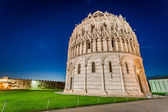 Ancient monuments in Pisa at night — Stockfoto