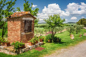 Old well in a village in Tuscany — Stock Photo