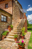 Old brick house in Tuscany — Stock Photo