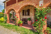 Summer cottage agriturismo in Tuscany, Italy — Stock Photo