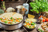 Σπιτικό ψήσιμο τηγανίτες στην ύπαιθρο — Stockfoto