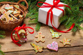 Preparing gingerbread cookies as a gift — Stock Photo