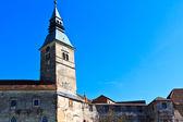 Viejo castillo que conjetura — Foto de Stock