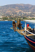 Rybářská loď u pobřeží — Stock fotografie