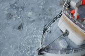 Vissersboot in ijs — Stockfoto