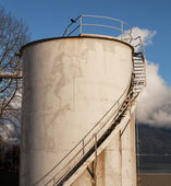 Industrial fuel oil storage tank — Foto de Stock