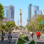 Sunday bikers in Paseo de la Reforma, Mexico — Stock Photo #46419795