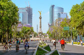 Sunday bikers in Paseo de la Reforma, Mexico — 图库照片