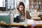 Maat naaien in werkplaats — Stockfoto