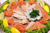 Piatto con pesce — Foto Stock