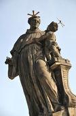 Statue Catholic saint Anthony of Padua with Baby Jesus on the Charles Bridge — Stock Photo