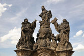 Statue on Charles bridge Statue of the Madonna, St. Dominic and Thomas Aquinas. Prague — Stock Photo