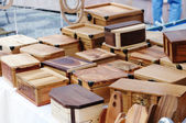 Skrzynki drewniane na ulicy rynku — Zdjęcie stockowe
