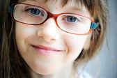 Närbild porträtt av brunett barn flicka — Stockfoto