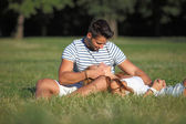 Romantic moments between a couple in the park — Stock Photo
