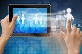 Tablet-pc içinde tutmakla yetenek kişi seçimi — Stok fotoğraf