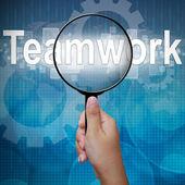 Travail d'équipe, mot en loupe, expérience des affaires — Photo
