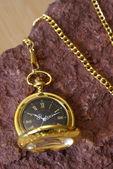 Reloj de bolsillo de oro — Foto de Stock