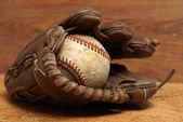 ビンテージ手袋、野球 — ストック写真