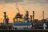 Impianto di fabbrica di mattina raffineria petrolio — Foto Stock