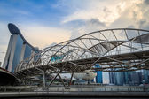 De marina bay sands met helix bridge — Stockfoto