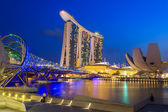 The Marina Bay Sands Resort Hotel link with Helix Bridge — Stock Photo