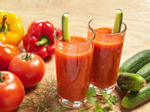 Healthy vegetable drink — Stock Photo