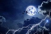 Cielo tormentoso, bandada de cuervos — Foto de Stock