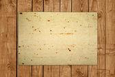 在木板上的旧纸 — 图库照片