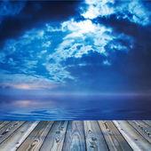 甲板或视图的海洋期间暮光之城湖 — 图库照片