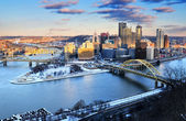 City skyline of Pittsburgh, Pennsylvania USA — Stock Photo