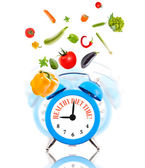 Diet concept, alarm clock ringing with vegetables. — Foto de Stock