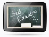 Quadro-negro dentro computador tablet com texto de giz de auto-educação — Foto Stock
