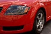 Roten sportwagen scheinwerfer. — Stockfoto
