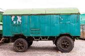 çok eski paslı eski kamyon römork — Stok fotoğraf