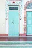Porta de templo chinês com padrão único chinês — Foto Stock