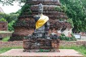 Ancient buddha partly damage — Stock Photo